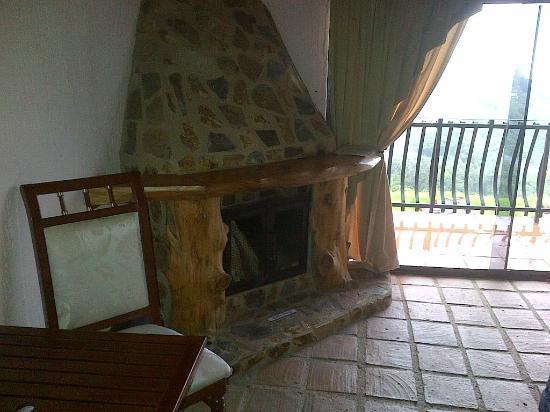 Hotel Klein Dorf: La chimenea es absolutamente funcional, además de decorativa