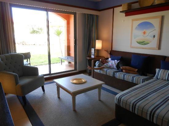 Pestana Porto Santo All Inclusive : chambre acec salon