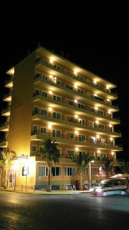 Mar y Paz Apartments: Hotel from outside