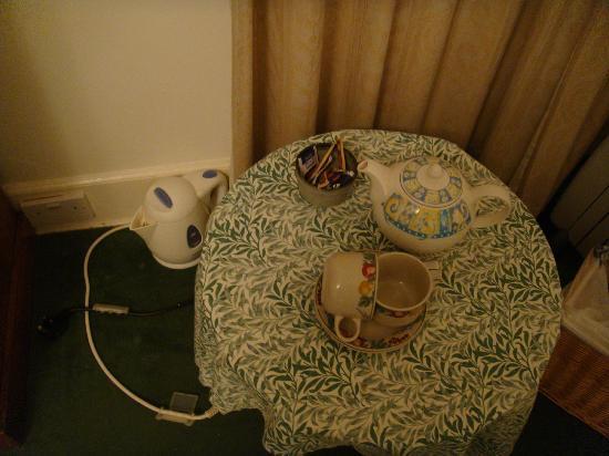 Woodwick House: Tea and Coffee making facilities