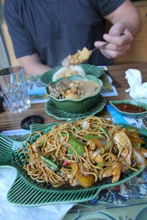 Restaurant Little Thai: The fried noodles with chicken (Jungle noodles)