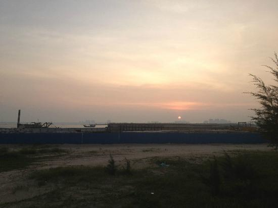 Hainan Prima Resort: Sunset View Obstructed by Construction Project in front of Prima