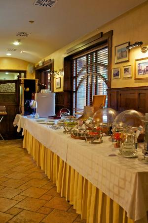 Old Continent Hotel: Old Continent: buffet breakfast