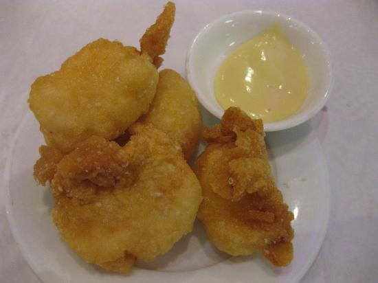 Glamorous  Chinese Restaurant: fried prawn dumplings - delish!