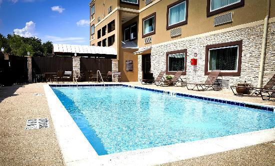 Best Western Plus Arlington North Hotel & Suites: Swimming Pool Area