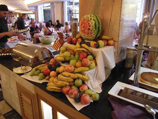 Grupotel Playa Camp de Mar: Fruit display