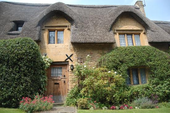 Tour The Cotswolds Cotswold Thatched Roof
