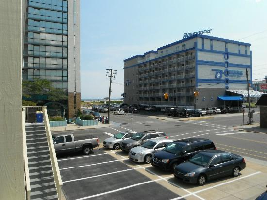 SeaGull Motel : Océan et plage vus du balcon à un coin de rue de marche