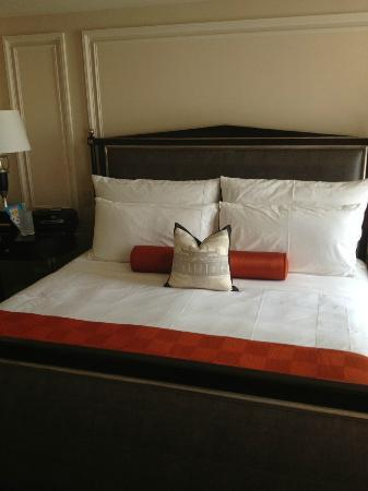 The Jefferson, Washington DC: Very comfortable king-sized bed.