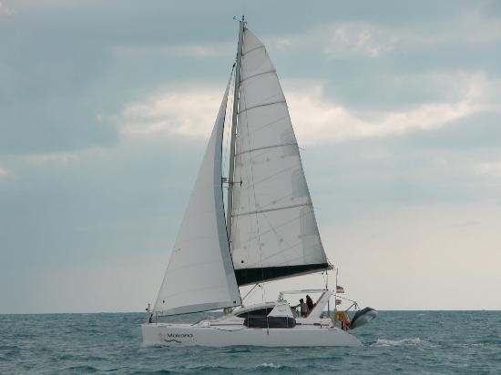 Makana Charters Sunset Dinner Sails: Under Sail