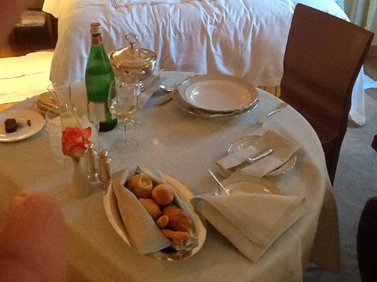 Four Seasons Hotel Milano: room service