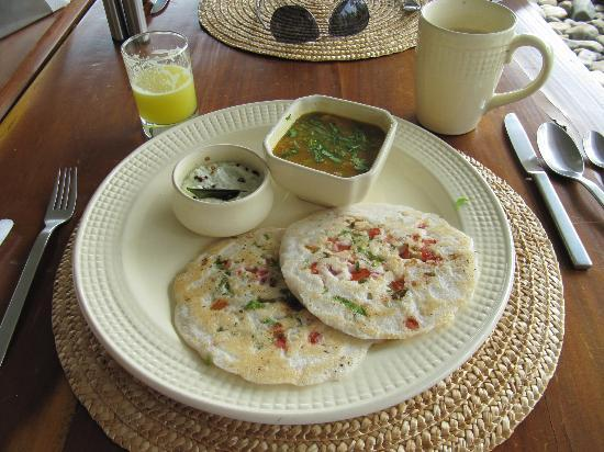 The Park on Vembanad Lake: Delicious Uttapam for Breakfast!