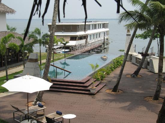 The Park on Vembanad Lake: Peaceful view from our upstairs room.