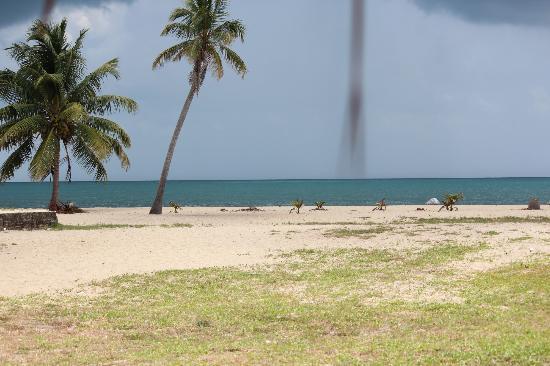 Captain Jak's Cabanas: Beach