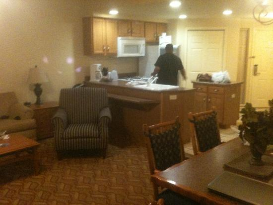 Wyndham Branson at The Meadows: Kitchen area from living room