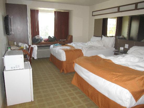Microtel Inn & Suites by Wyndham Cheyenne: Room