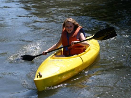 Elkin Creek Guest Ranch: Kayaking on the creek