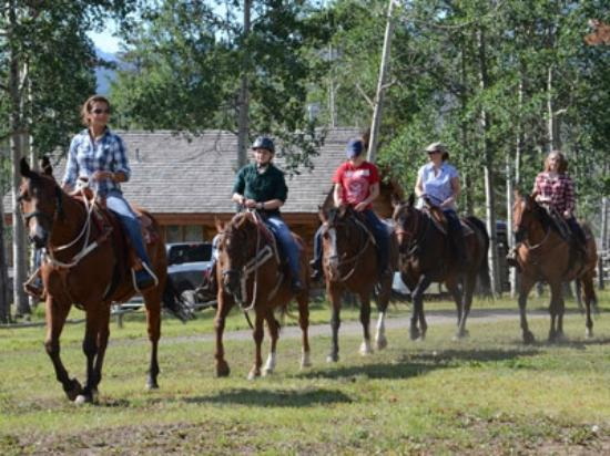 Elkin Creek Guest Ranch: Setting out on a ride
