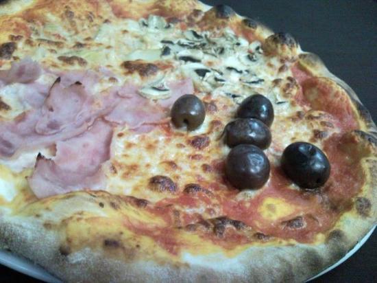 Il Barcaiolo : Pizza Quattro Stagioni