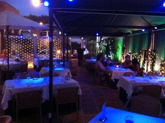 Sloanes Bistro: Terrace dining
