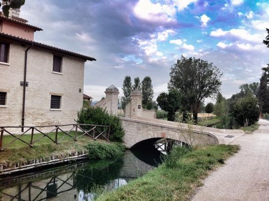 Country House Casco Dell'acqua: main entrance on the Clitunno river
