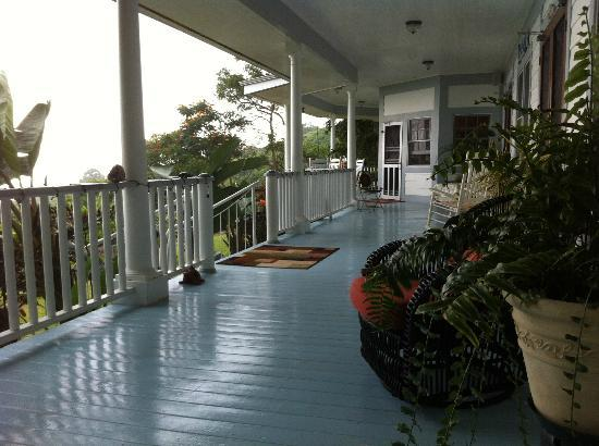 Ka'awa Loa Plantation: The fabulous porch