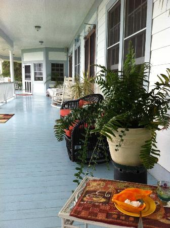 Ka'awa Loa Plantation: The gorgeous porch
