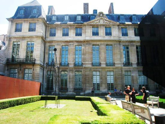 museum outside picture of musee picasso paris paris. Black Bedroom Furniture Sets. Home Design Ideas