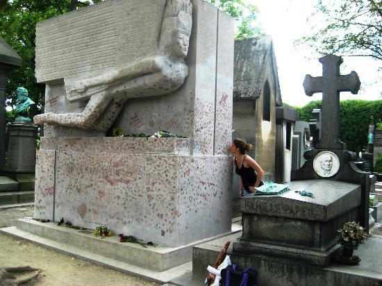 Pere-Lachaise Cemetery (Cimetiere du Pere-Lachaise) pere lachaise - oscar : pere chaise - Sectionals, Sofas & Couches