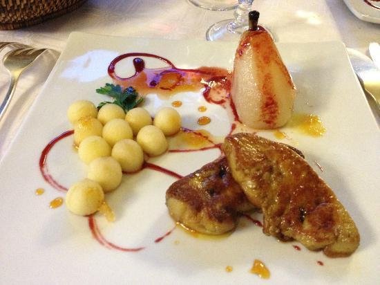 Hostellerie du Passeur : fois gras padellato con pera e palline di mela