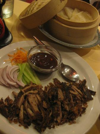 Shanghai Cooking : the beautifully presented and delicious peking duck