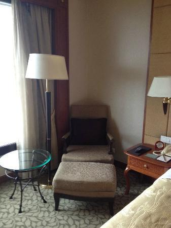Edsa Shangri-La: Chair!