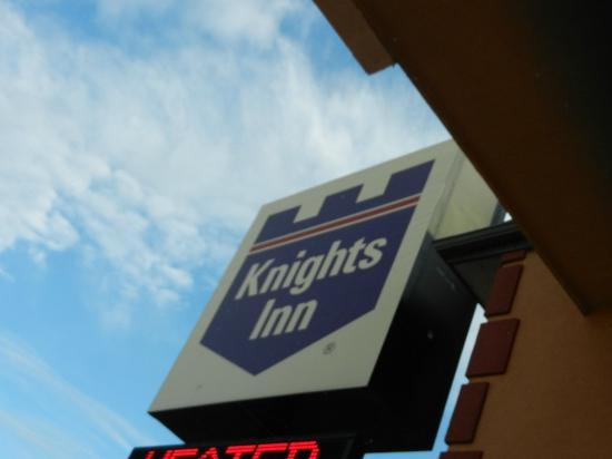 Knights Inn Cedar City : Knights Inn sign