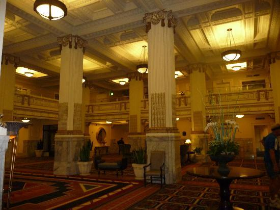Embassy Suites by Hilton Portland - Downtown: Lobby of Embassy Suites downtown Portland