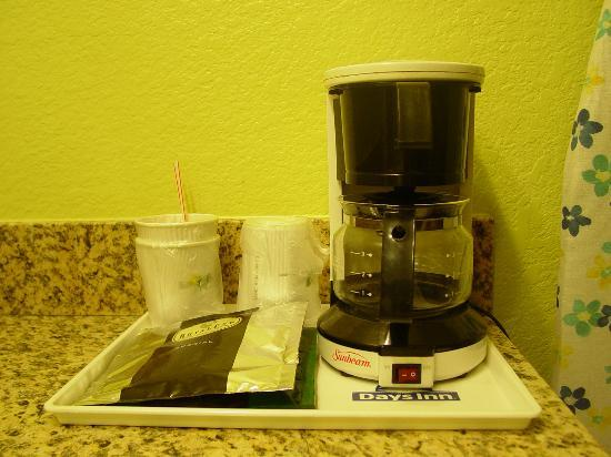 Days Inn by Wyndham Globe: Coffee Makers in all rooms
