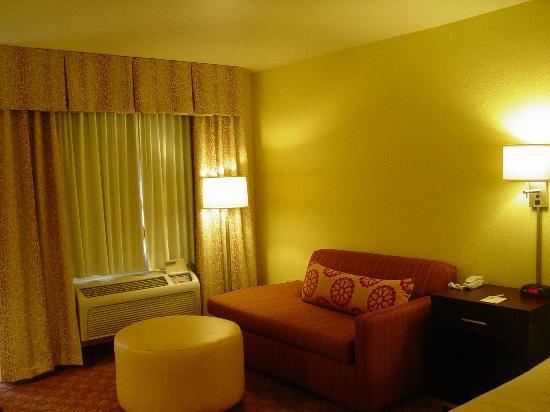 Days Inn by Wyndham Globe: King bed room