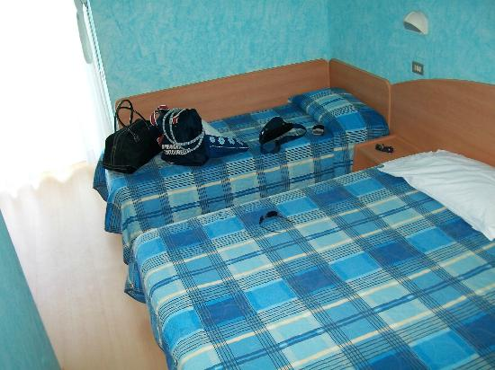 Letto Matrimoniale Emilia Romagna.Camera Con Letto Matrimoniale E Lettino Picture Of Hotel Croce Di