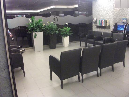 Tossa Beach Hotel: Reception area
