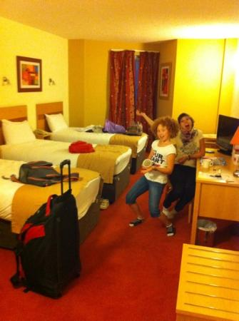 Jurys Inn Plymouth: kids so happy in the room
