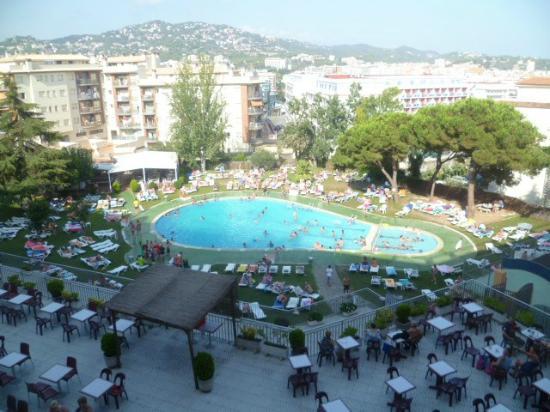 Hotel Samba : room view of pool