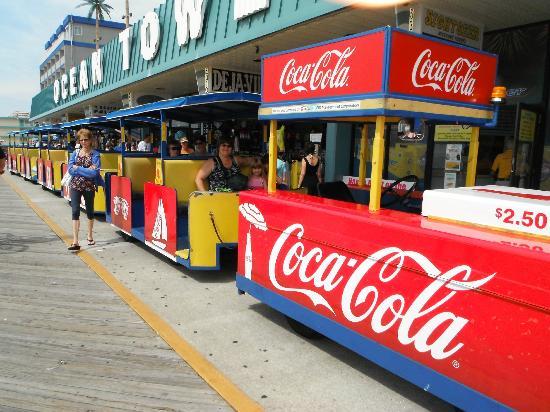Wildwood Boardwalk : Les fameux trams qui font la navette sur le boardwalk