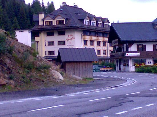 Hotel al Gallo Forcello dal lato Austriaco