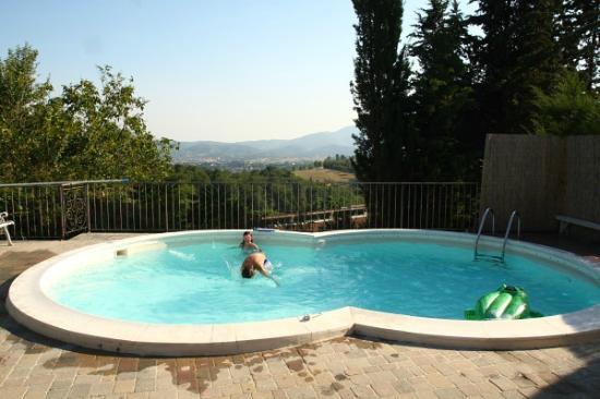Agriturismo Corzano: panoramisch zwembad