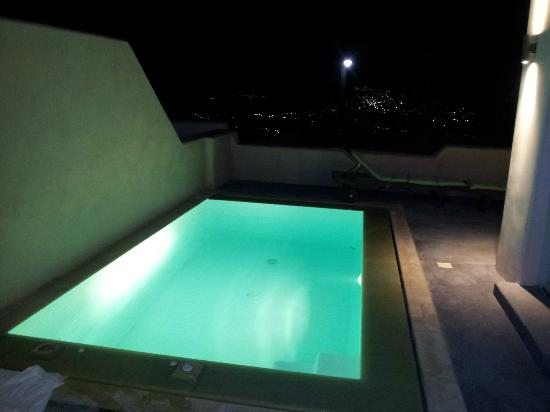 Voreina Gallery Suites: Private pool at night -Wheatfield suite
