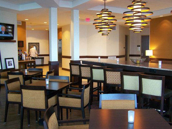 Hampton Inn Marquette/Waterfront: Breakfast area.