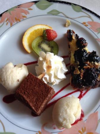 Chateau Des Herbeys : farandole de desserts