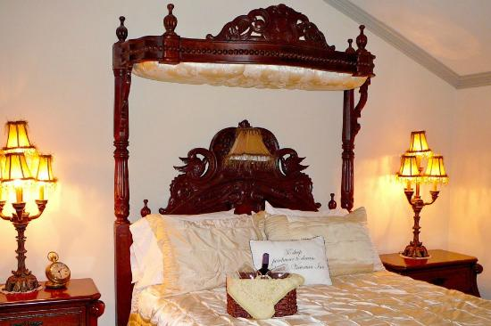 Elaine's Bed & Breakfast Inn: Truly Victorian Rooms.