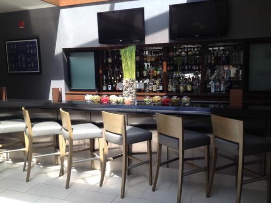 Hyatt Regency Deerfield: the lobby bar