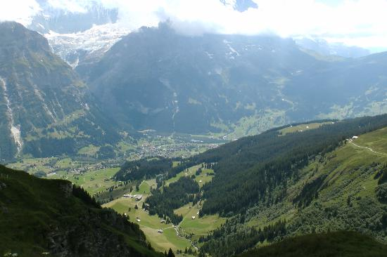 First Mountain Resturant: The view down to Grindelwald