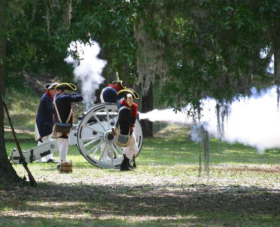 Fort Morris Historic Site: Labor Day cannon firings at Ft Morris Sept 3, 2012, 11 - 3 pm